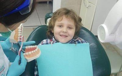 """"""" Огромное спасибо профессионалам стоматологии Дмдент. Теперь мой сыночек обожает стоматологов. От Вас все выходят счастливыми! И мы тоже. Спасибо за Ваш труд."""""""