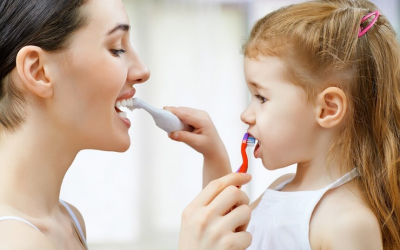 Как безболезненно научить ребенка чистить зубы
